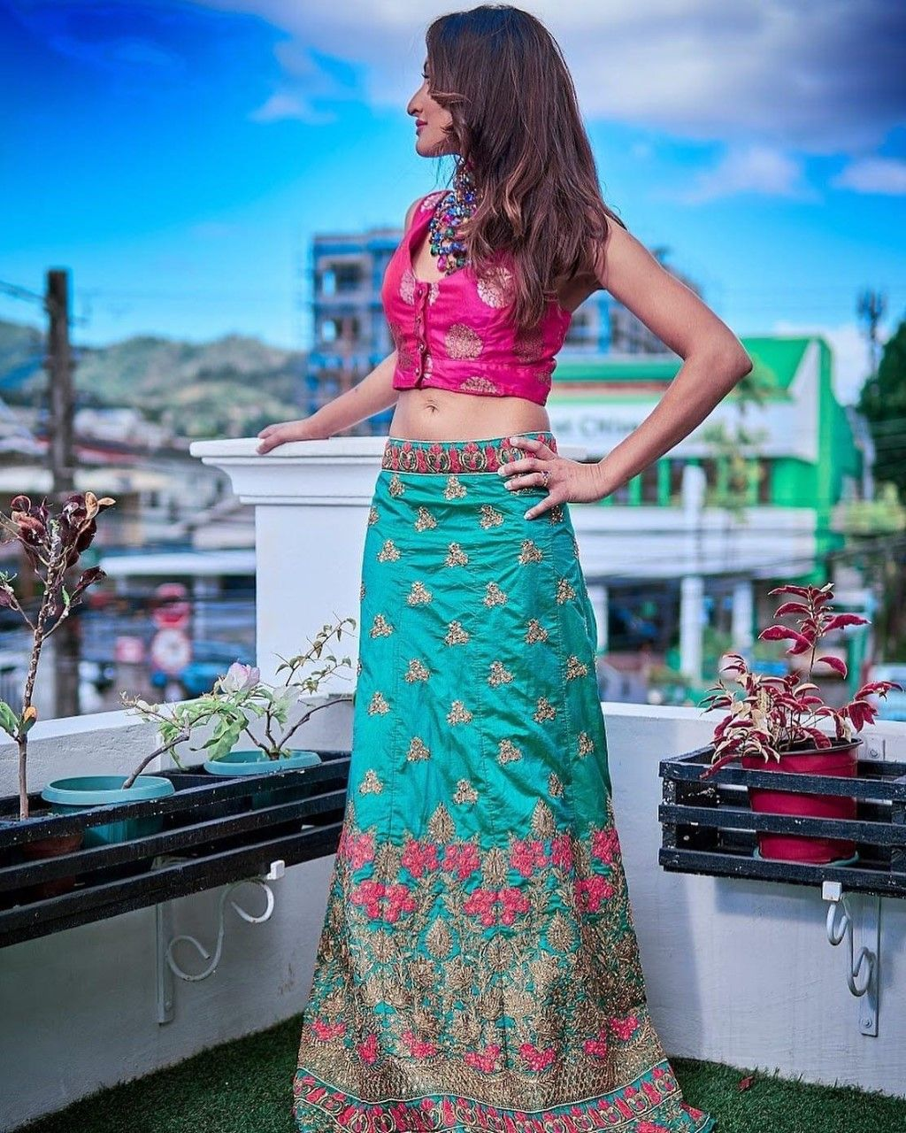 L'un des modèles d'inspiration indo de Neha Karina.